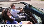 Купить «Молодой человек и девушка едут  в кабриолете по городу и улыбаются летним днем», видеоролик № 3783094, снято 26 апреля 2012 г. (c) Losevsky Pavel / Фотобанк Лори