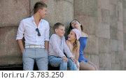 Купить «Молодой человек и девушка с маленьким мальчиком и девочкой сидят у колонн летним днем», видеоролик № 3783250, снято 26 апреля 2012 г. (c) Losevsky Pavel / Фотобанк Лори