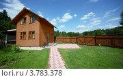 Купить «Двор загородного дома», видеоролик № 3783378, снято 16 мая 2012 г. (c) Losevsky Pavel / Фотобанк Лори