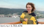 Купить «Улыбающаяся женщина  в пледе на палубе корабля», видеоролик № 3783478, снято 14 июля 2012 г. (c) Losevsky Pavel / Фотобанк Лори