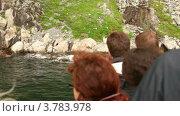 Купить «Туристы на корабле смотрят на берег», видеоролик № 3783978, снято 15 июля 2012 г. (c) Losevsky Pavel / Фотобанк Лори