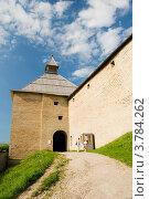 Купить «Ладожская крепость. Воротная башня», эксклюзивное фото № 3784262, снято 28 июля 2012 г. (c) Александр Щепин / Фотобанк Лори