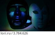 Купить «Две театральные маски черная и белая, освещены светом», видеоролик № 3784626, снято 24 марта 2012 г. (c) Losevsky Pavel / Фотобанк Лори