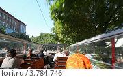 Купить «Открытый второй этаж автобуса на улицах Таллина», видеоролик № 3784746, снято 18 июля 2012 г. (c) Losevsky Pavel / Фотобанк Лори