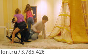 Купить «Дети играют в игровой комнате с игрушкой лошадью возле доски, таймлапс», видеоролик № 3785426, снято 26 апреля 2012 г. (c) Losevsky Pavel / Фотобанк Лори