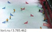 Купить «Рабочие чистят снег на 18 этапе Кубка мира по сноуборду, таймлапс», видеоролик № 3785462, снято 26 апреля 2012 г. (c) Losevsky Pavel / Фотобанк Лори