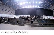 Купить «Посетители  на VOLVO - Неделя моды, таймлапс», видеоролик № 3785530, снято 26 апреля 2012 г. (c) Losevsky Pavel / Фотобанк Лори