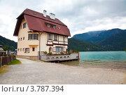 Купить «Дом у озера Вольфгангзее. Австрия», фото № 3787394, снято 16 августа 2012 г. (c) Наталья Волкова / Фотобанк Лори