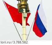 Российский и китайский флаги на площади Тяньаньмэнь, Пекин, Китай (2006 год). Стоковое фото, фотограф Виктор Андреев / Фотобанк Лори