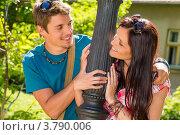 Купить «Радостные влюбленные смотрят друг на друга в парке», фото № 3790006, снято 26 мая 2012 г. (c) CandyBox Images / Фотобанк Лори