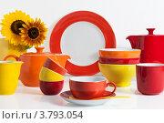 Купить «Разноцветная посуда», фото № 3793054, снято 2 июня 2020 г. (c) Marina Appel / Фотобанк Лори
