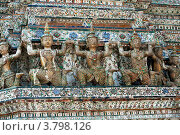 Купить «Азиатские человеческие скульптуры, декорирующие храм Ват Арун, Таиланд», фото № 3798126, снято 11 декабря 2010 г. (c) Эдуард Паравян / Фотобанк Лори