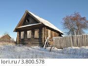 Купить «Старый бревенчатый дом с заколоченными окнами», фото № 3800578, снято 21 ноября 2010 г. (c) Сергей Ксейдор / Фотобанк Лори