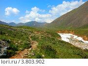 Тропа на Шумакские источники вдоль горной реки. Стоковое фото, фотограф Евгений Скачков / Фотобанк Лори