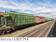 Купить «Товарный состав на железнодорожном пути», фото № 3807714, снято 1 июля 2012 г. (c) FotograFF / Фотобанк Лори