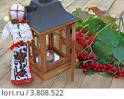 """Традиционная украинская кукла-оберег """"мотанка"""" и ветка калины. Стоковое фото, фотограф Олеся Сарычева / Фотобанк Лори"""
