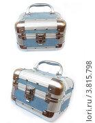 Джинсовый чемодан, изолированный на белом фоне. Стоковое фото, фотограф Шулешко Оксана Валерьевна / Фотобанк Лори