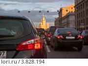Купить «Плотные ряды автомобилей в центре вечерней Москвы», фото № 3828194, снято 5 сентября 2012 г. (c) Родион Власов / Фотобанк Лори