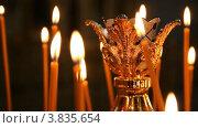 Купить «Русская православная церковь. Горящие свечи», видеоролик № 3835654, снято 14 сентября 2012 г. (c) Mikhail Erguine / Фотобанк Лори