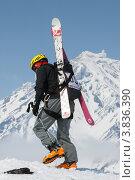 Купить «Ски-альпинизм. Камчатка, Корякский вулкан», фото № 3836390, снято 21 апреля 2012 г. (c) А. А. Пирагис / Фотобанк Лори
