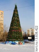 Купить «Новогодняя елка в жилом микрорайоне Москвы», эксклюзивное фото № 3838422, снято 2 января 2009 г. (c) Солодовникова Елена / Фотобанк Лори