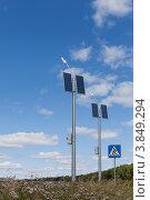Купить «Светодиодная система уличного освещения с автономным питанием», фото № 3849294, снято 29 июля 2012 г. (c) Алексей Волков / Фотобанк Лори