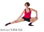 Купить «Девушка в красной майке делает гимнастику, упражнения», фото № 3854162, снято 1 мая 2012 г. (c) Tatjana Romanova / Фотобанк Лори
