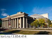 Купить «Новосибирск. Новосибирский государственный академический театр оперы и балета (НГАТОиБ)», фото № 3854414, снято 11 сентября 2012 г. (c) Matwey / Фотобанк Лори