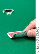 Купить «Два туза в руке мужчины на игровом столе», фото № 3855670, снято 17 октября 2010 г. (c) Татьяна Гришина / Фотобанк Лори
