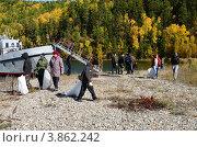 Купить «Байкал, Чивыркуйский залив. Забайкальский национальный парк. Очистка пляжей от мусора.», фото № 3862242, снято 22 сентября 2012 г. (c) Валерий Митяшов / Фотобанк Лори