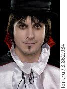 Купить «Мужчина в костюме графа Дракулы», фото № 3862934, снято 16 ноября 2010 г. (c) Сергей Сухоруков / Фотобанк Лори