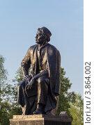 Купить «Памятник Мажиту Гафури, Уфа», фото № 3864002, снято 31 мая 2012 г. (c) Роман Иванов / Фотобанк Лори