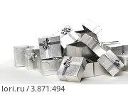 Купить «Много серебряных подарочных коробок», фото № 3871494, снято 3 сентября 2011 г. (c) Tatjana Romanova / Фотобанк Лори