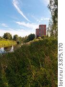 Два дома на окраине города Тосно (2012 год). Стоковое фото, фотограф Андрей Небукин / Фотобанк Лори