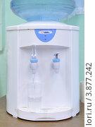 Купить «Кулер для воды», эксклюзивное фото № 3877242, снято 28 сентября 2012 г. (c) Вячеслав Палес / Фотобанк Лори