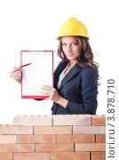 Купить «Женщина-строитель показывает на свой планшет», фото № 3878710, снято 27 июля 2012 г. (c) Elnur / Фотобанк Лори