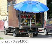 Купить «Уличная торговля овощами и фруктами с машины на Ивантеевской улице. Москва», эксклюзивное фото № 3884906, снято 6 августа 2012 г. (c) lana1501 / Фотобанк Лори