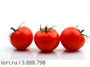 Три красных помидора на белом фоне. Стоковое фото, фотограф Иван Михайлов / Фотобанк Лори