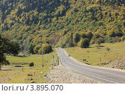 Купить «Дорога в горный курорт Архыз. КЧР», эксклюзивное фото № 3895070, снято 30 сентября 2012 г. (c) Rekacy / Фотобанк Лори