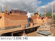 Купить «На строительстве частного сельского дома», эксклюзивное фото № 3898146, снято 17 сентября 2012 г. (c) Сергей Соболев / Фотобанк Лори