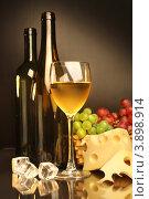 Композиция с бокалом белого вина, виноградом, сыром и кусочками льда, фото № 3898914, снято 13 мая 2012 г. (c) Виктор Топорков / Фотобанк Лори