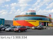 """Купить «Торговый центр """"Поворот"""" в городе Лобня, Московская область», фото № 3908934, снято 28 июля 2012 г. (c) Малышев Андрей / Фотобанк Лори"""