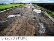 Купить «Разбитая дорога», фото № 3911846, снято 2 октября 2012 г. (c) Сергей Юрьев / Фотобанк Лори
