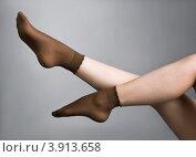 Купить «Женские ноги в капроновых носках», фото № 3913658, снято 16 марта 2011 г. (c) Коваль Василий / Фотобанк Лори