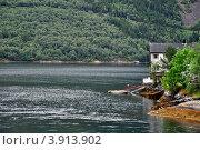 Домики на берегу фьорда (2008 год). Стоковое фото, фотограф Estet / Фотобанк Лори