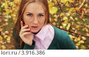 Девушка позирует. Стоковое видео, видеограф Максим Шатохин / Фотобанк Лори