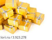 Купить «Золотые коробки с серебряной ленточкой на праздник в подарок», фото № 3923278, снято 18 августа 2012 г. (c) Tatjana Romanova / Фотобанк Лори