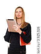 Купить «Молодая женщина с планшетным компьютером в руке», фото № 3925026, снято 29 января 2011 г. (c) Сергей Сухоруков / Фотобанк Лори