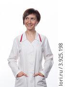 Купить «Портрет молодой девушки в белом халате», фото № 3925198, снято 5 февраля 2012 г. (c) Михаил Иванов / Фотобанк Лори