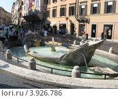 """Фонтан """"Лодка"""" в Риме (2012 год). Редакционное фото, фотограф Елена Верховых / Фотобанк Лори"""